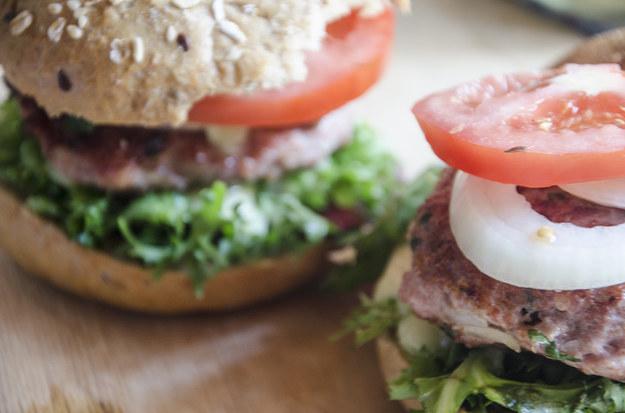 Zdrowy burger? Tak, jeśli zrobisz go w domu!