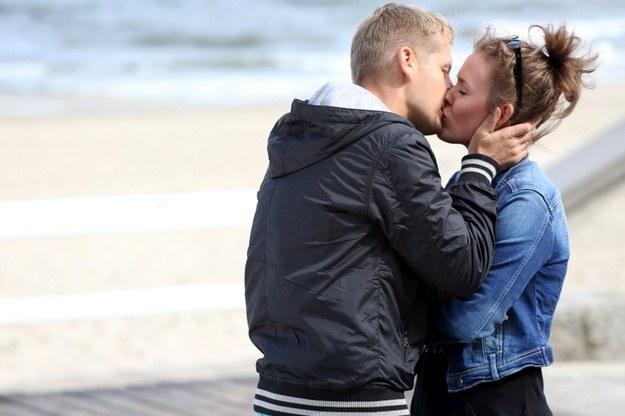 Zduński bardzo kocha swoją nową rodzinę, ale chciałby mieć z Alą jeszcze jedno dziecko. /www.mjakmilosc.tvp.pl/