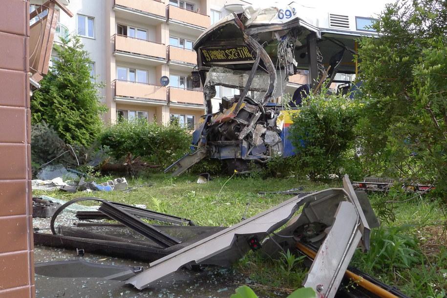 Ze wstępnych ustaleń wynika, że konstrukcja bloku nie została naruszona /Marcin Bednarski /PAP