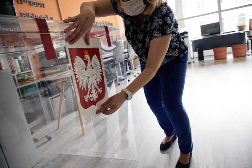 Ze względu na epidemię w lokalach wyborczych będą obowiązywać szczególne środki ostrożności /Julian Sojka /East News