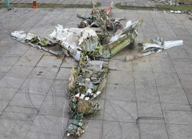 Zebrane szczątki prezydenckiego samolotu /AFP
