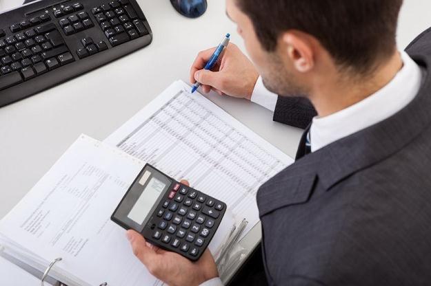 Żeby bezpiecznie zmniejszyć swój podatek, trzeba uzyskać właściwe dokumenty /©123RF/PICSEL