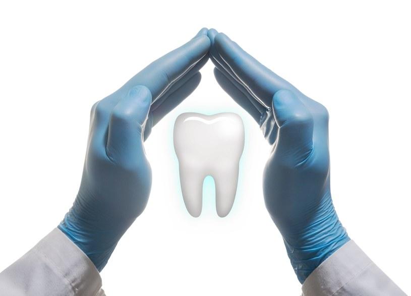 """Zęby można """"odbudować"""" /123RF/PICSEL"""