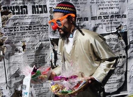 Żeby nie było, że ortodoksi nie potrafią się wyluzować: uczestnik festiwalu Perim, marzec 2008 /AFP