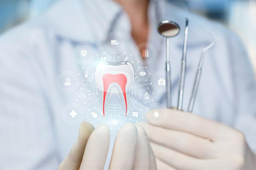 Zęby powinny być pod kontrolą stomatologa /123RF/PICSEL