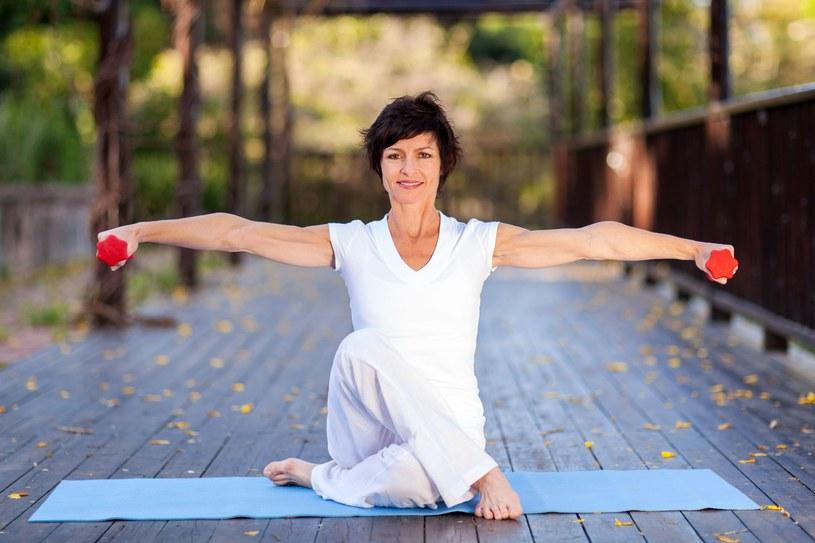Żeby zachować formę po pięćdziesiątce wcale nie trzeba wiele – wystarczy od 10 do 15 minut ruchu dziennie, żeby utrzymać sprężystość mięśni /123RF/PICSEL