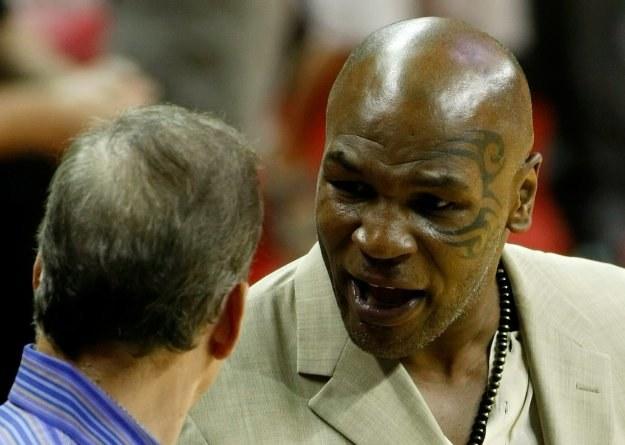"""""""Żelazny"""" Mike Tyson (z prawej) przyjedzie na konferencję prasową do Polski /AFP"""