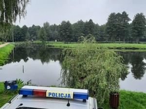 Żelechlinek: Ciało 21-letniej kobiety znalezione w stawie. Wcześniej bawiła się na weselu