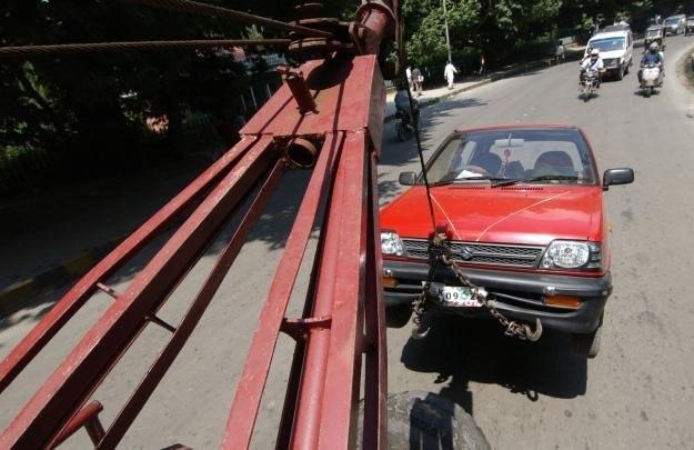 Zemsta hakera unieruchomiła sto samochodów /AFP