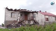 Zerwane dachy, powalone drzewa. Usuwanie skutków wczorajszych nawałnic