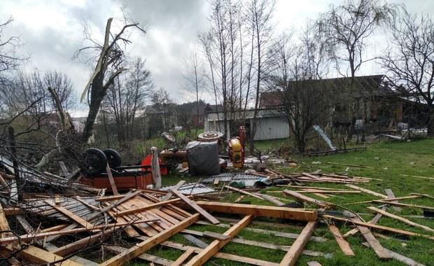 Zerwane dachy, utrudnienia na drogach. Trąba powietrzna przeszła w Lubelskiem