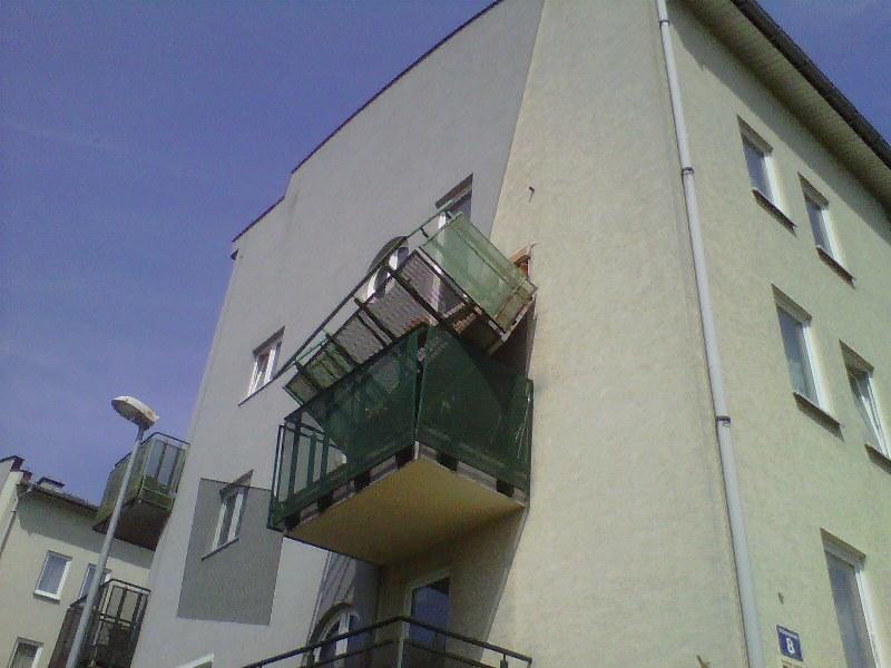Zerwany balkon /Maciej Grzyb /RMF FM