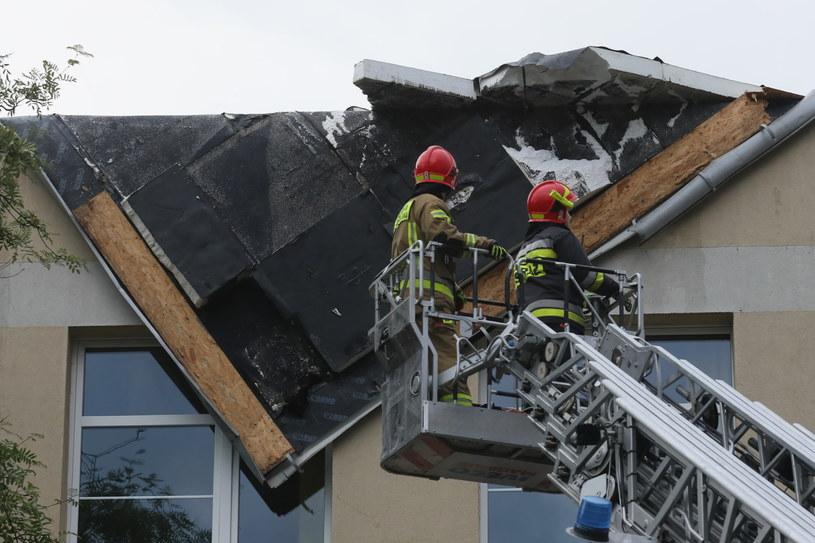 Zerwany fragment dachu /PAP/Paweł Supernak /PAP