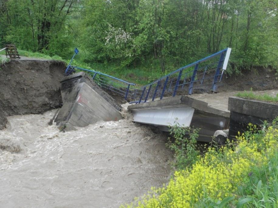 Zerwany jeden z mostów w Kasince Małej  / Kamil /Gorąca Linia RMF FM