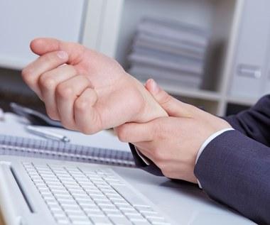 Zespół cieśni nadgarstka: Objawy, przyczyny, jak leczyć?