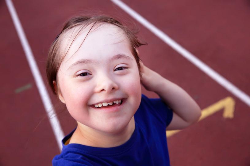 Zespół Downa jest zespołem wad wrodzonych, zwykle łączy się z niepełnosprawnością intelektualną /123RF/PICSEL