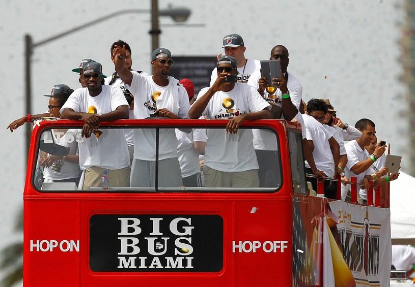 Zespół Miami Heat na mistrzowskiej paradzie /AFP