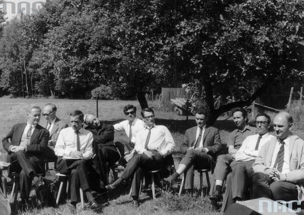 Zespół rozgłośni Radia Wolna Europa w Monachium. Andrzej Czechowicz czwarty z prawej /Z archiwum Narodowego Archiwum Cyfrowego