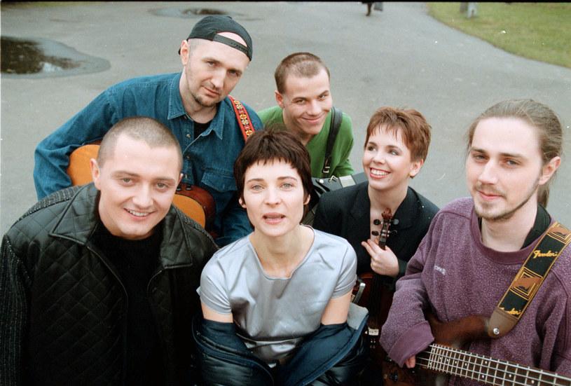 Zespół Sixteen w 1998 roku /Agencja SE /East News