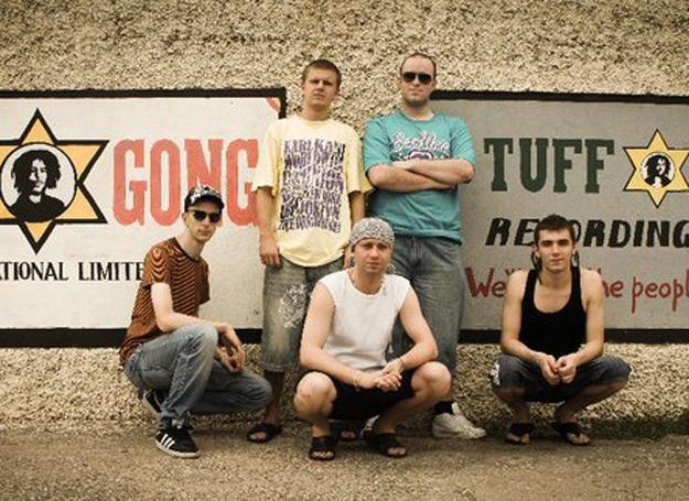 Zespół Star Guard Muffin nagrywa w legendarnym studiu Tuff Gong na Jamajce /Oficjalna strona zespołu