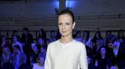 Zestaw długa spódnica plus prosta bluzka jest bardzo popularny | Na zdj. Paulina Chylewska