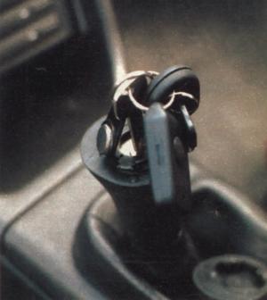 Zestaw kluczy i pilotów pozwalających uruchomić auto jest dość imponujący. (kliknij, żeby powiększyć) /Motor