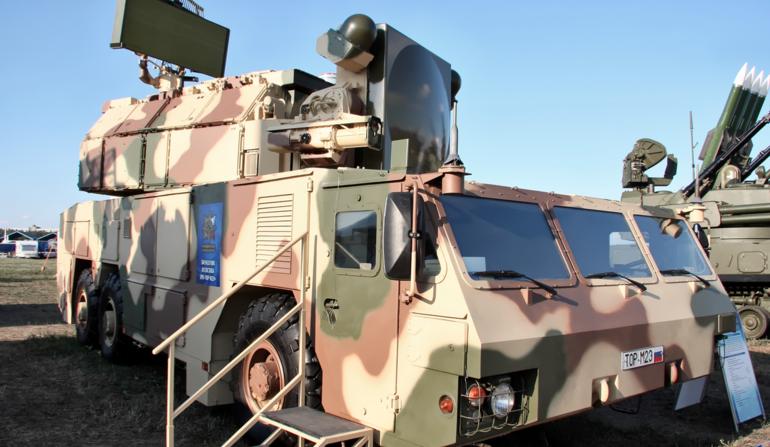 Zestaw przeciwlotniczy Tor-M2 na podwoziu kołowym /Defence24