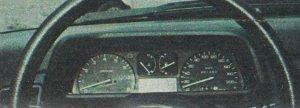 Zestaw wskaźników dość skromny, ale wystarczający i bardzo czytelny. /Motor