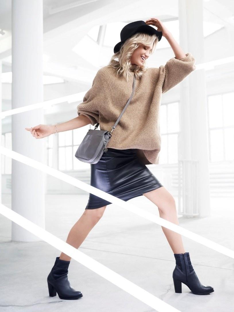 Zestaw z sobą bardziej wyrafinowane elementy garderoby ze sportowymi dodatkami /materiały prasowe