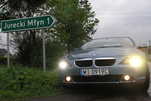 Zgaśmy światła w autach