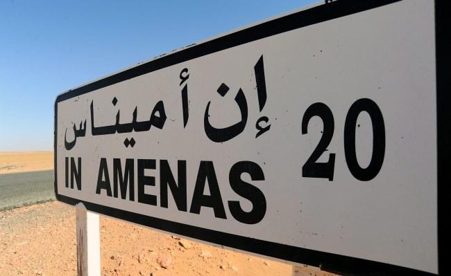 Zginęło około 30 spośród ponad stu cudzoziemskich zakładników, przetrzymywanych na polu gazowym w In Amenas /EPA/STR /PAP/EPA