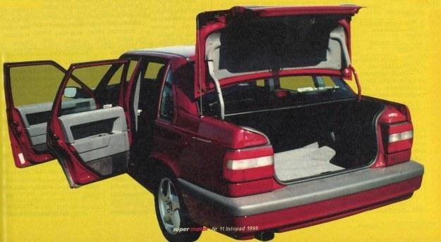 Zgodnie z modą Volvo 850 T5 napędzane jest silnikiem pięciocylindrowym. Wg norm ECE zużywa on 6,9/8,5/12,9 l/100 km. Model '95 można rozpoznać po tylnych światłach. /Motor