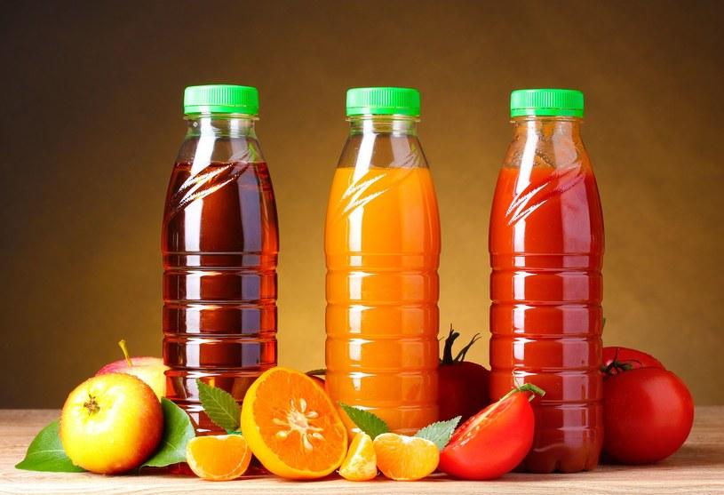 Zgodnie z prawem producentów soków obowiązuje zakaz dosładzania w jakikolwiek sposób soków owocowych /123RF/PICSEL