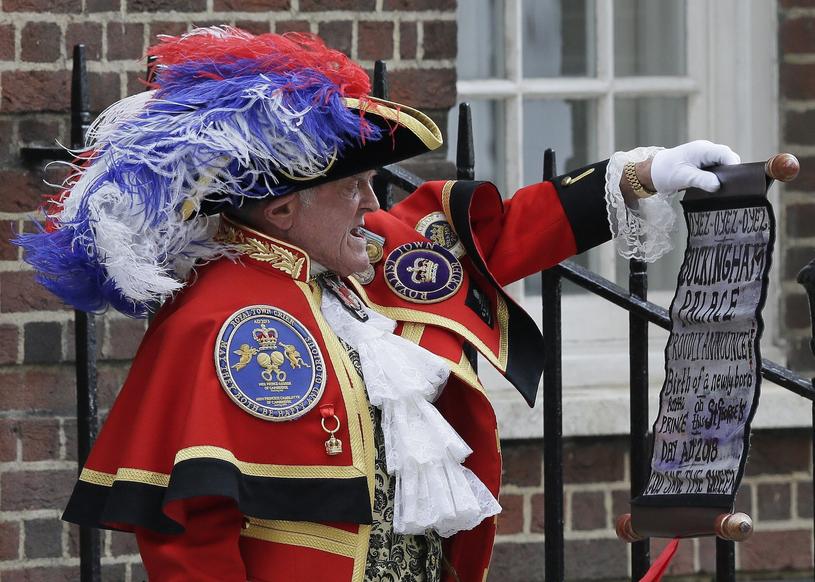 """Zgodnie z tradycją o narodzinach """"royal baby"""" poinformował krzykacz miejski. Kolejny raz był to Tony Appleton /East News"""
