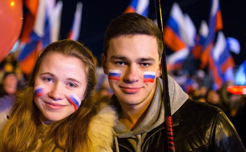 Zgromadzeni na placu Lenina w Symferopolu po referendum /PAP/EPA