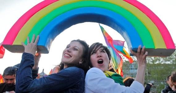 Zgromadzenie Narodowe przyjęło ustawę zezwalającą na małżeństwa homoseksualne i adoptowanie dzieci przez pary tej samej płci /GUILLAUME HORCAJUELO  /PAP/EPA