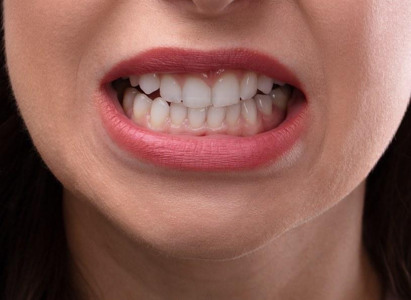 Zgrzytanie zębami /©123RF/PICSEL