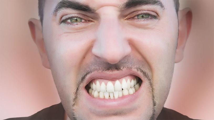 zgrzytanie zębami /© Photogenica