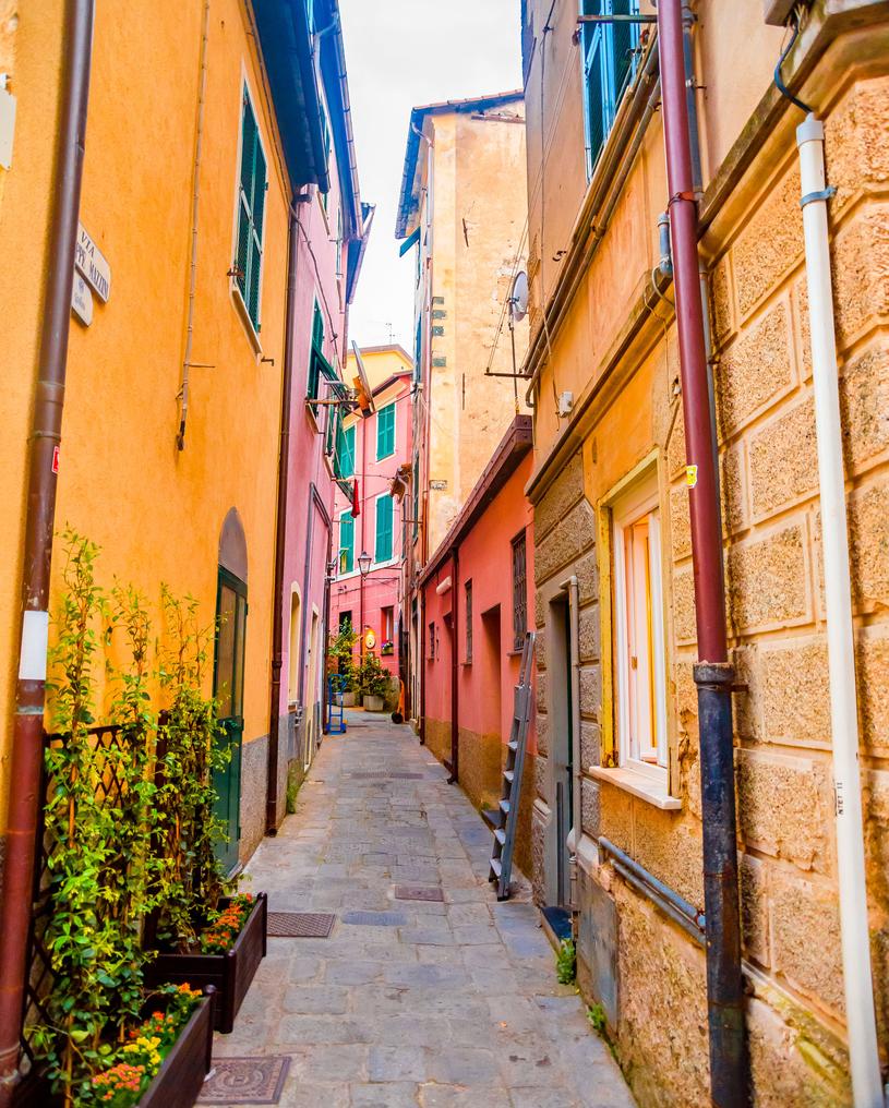 Zgubienie się w wąskich i kolorowych uliczkach Portofino to czysta przyjemność /123RF/PICSEL