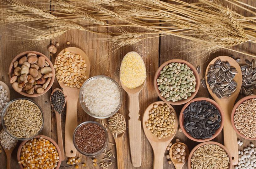Ziarna zbóż i rośliny strączkowe /©123RF/PICSEL