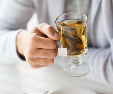 Zielona herbata a COVID-19. Zaskakujące odkrycie badaczy