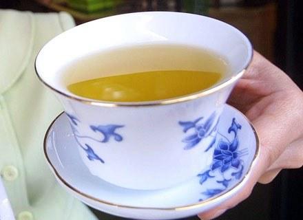 Zielona herbata chroni przed paradontozą /Getty Images/Flash Press Media