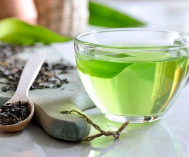 Zielona herbata: Jakie ma właściwości i dlaczego warto ją pić o określonych porach