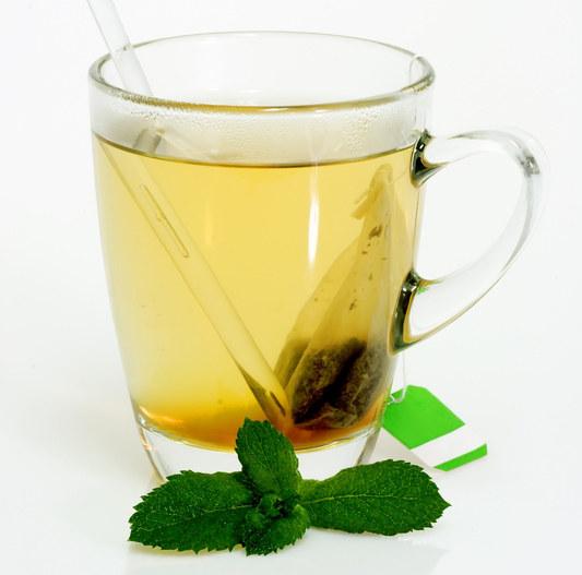 Zielona herbata likwiduje uczucie senności i zmęczenia  /© Panthermedia