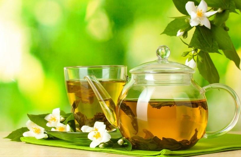 Zielona herbata ma wiele właściwości leczniczych /123RF/PICSEL