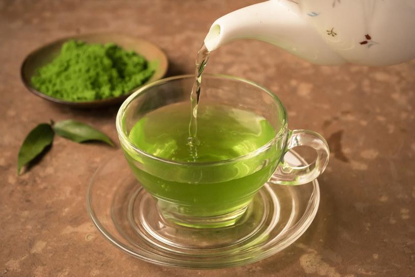 Zielona herbata ma wiele zastosowań. Warto nie tylko ją pić! /123RF/PICSEL