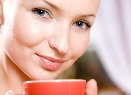 Zielona herbata może wchodzić w reakcje z przyjmowanymi lekami