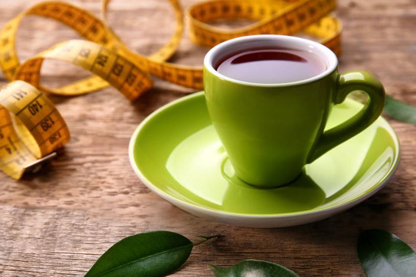 Zielona herbata na odchudzanie /©123RF/PICSEL