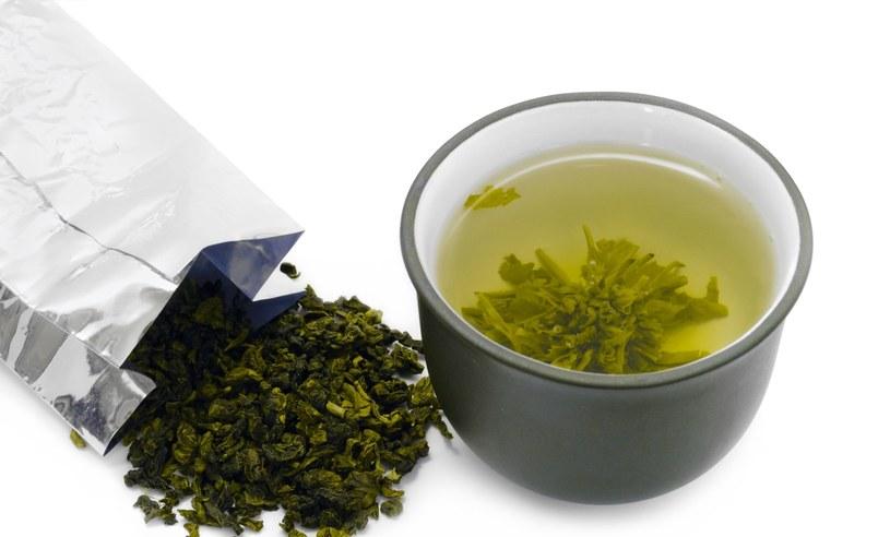 Zielona herbata oczyszcza organizm ze szkodliwych produktów przemiany materii /123RF/PICSEL