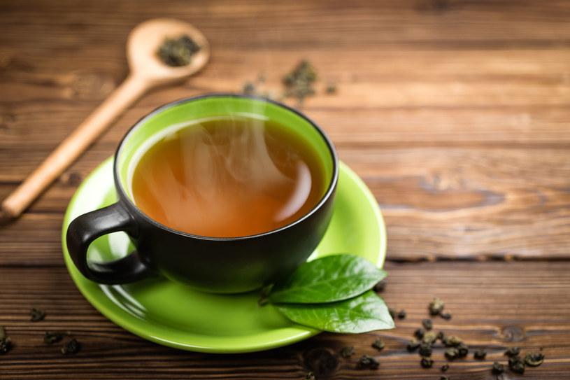 Zielona herbata świetnie gasi pragnienie /123RF/PICSEL
